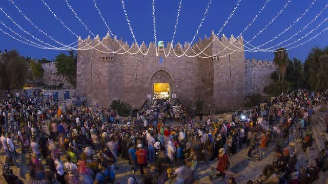 Jerusalem's Damascus gate decorated for ramadan (Photo:EPA)