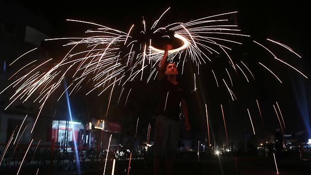 Gazan boy celebrate Ramadan with fireworks (Photo:AFP)