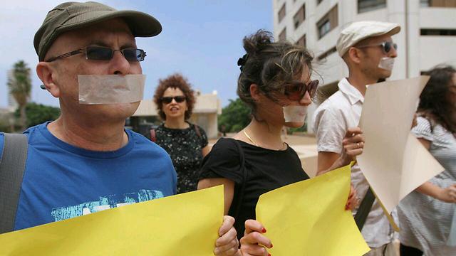 Protesters greet Regev at the award ceremony (Photo: Ido Erez) (Photo: Ido Erez)