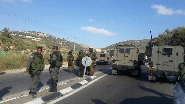 """כוחות צה""""ל ומג""""ב חסמו את האזור (צילום: איתי בלומנטל ) (צילום: איתי בלומנטל )"""