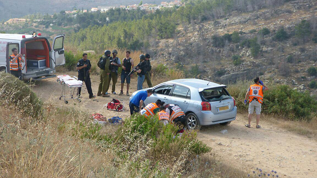 Paramedics attempt to save the life of Danny Gonen after the terror attack. (Photo: Tazpit News Agency) (Photo: Tazpit News Agency)