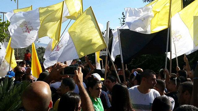 Protestors at the church on Sunday afternoon (Photo: Ahiya Raved)