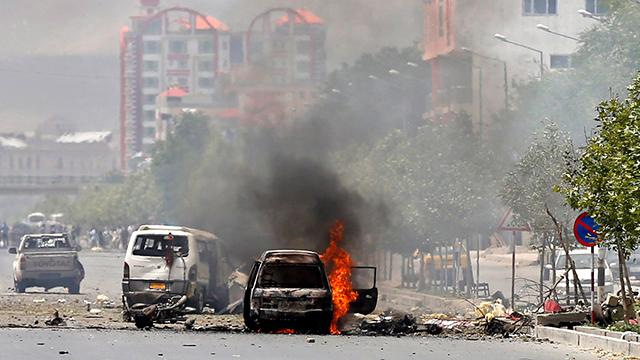 האלימות במדינה גובה אלפי הרוגים. זירת פיגוע בקאבול (צילום: רויטרס) (צילום: רויטרס)