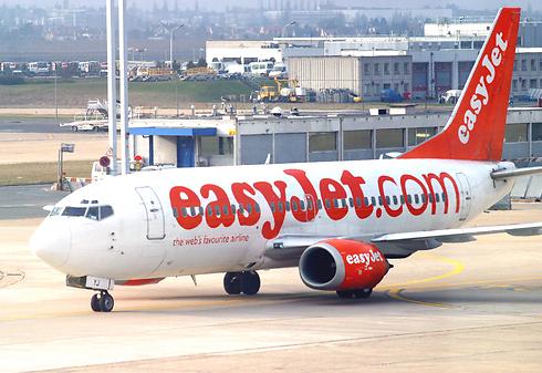 צוות האוויר נתן לנוסע בלון חמצן ופרמדיק טיפל בו עד הנחיתה (צילום: gettyimages) (צילום: gettyimages)