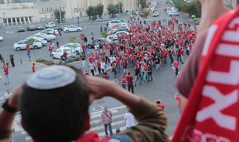 התהלוכה לפני המשחק (צילום: ראובן שוורץ) (צילום: ראובן שוורץ)