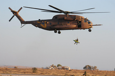 IDF soldier repelling from a Yasur helicopter (Photo: Herzel Yosef)
