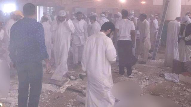 דם בתוך המסגד ()