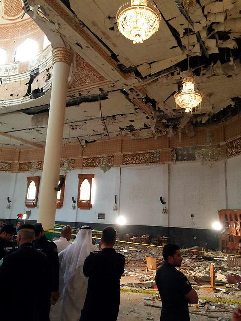 הרס רב במסגד השיעי (צילום: רויטרס) (צילום: רויטרס)