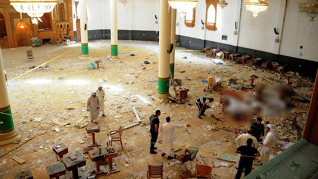 המסגד לאחר הפיגוע (צילום: EPA) (צילום: EPA)