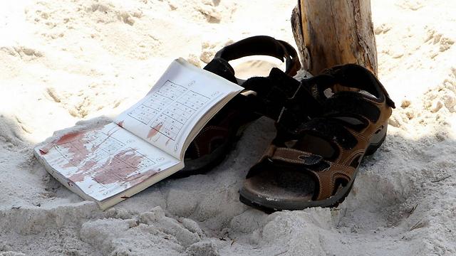 דם בחוף בסוסה (צילום: AFP) (צילום: AFP)