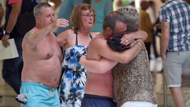 תיירים המומים אחרי הפיגוע (צילום: AFP) (צילום: AFP)