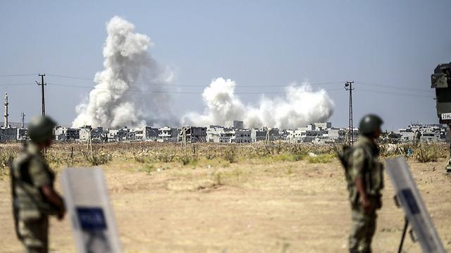 Turkish troops on the Syrian border overlooking fighting in Kobani (Photo: AFP) (Photo: AFP)