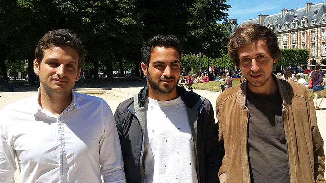 """מימין: סולל סבח, יעקב בן סעיד ונתן סבח. """"לא צריך לפחד"""" (צילום: רועי ינובסקי) (צילום: רועי ינובסקי)"""