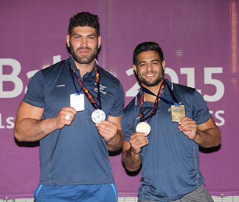 Winning judo wrestlers Uri Sasson (L) and Sagi Muki in Baku (Photo: Oren Aharoni)