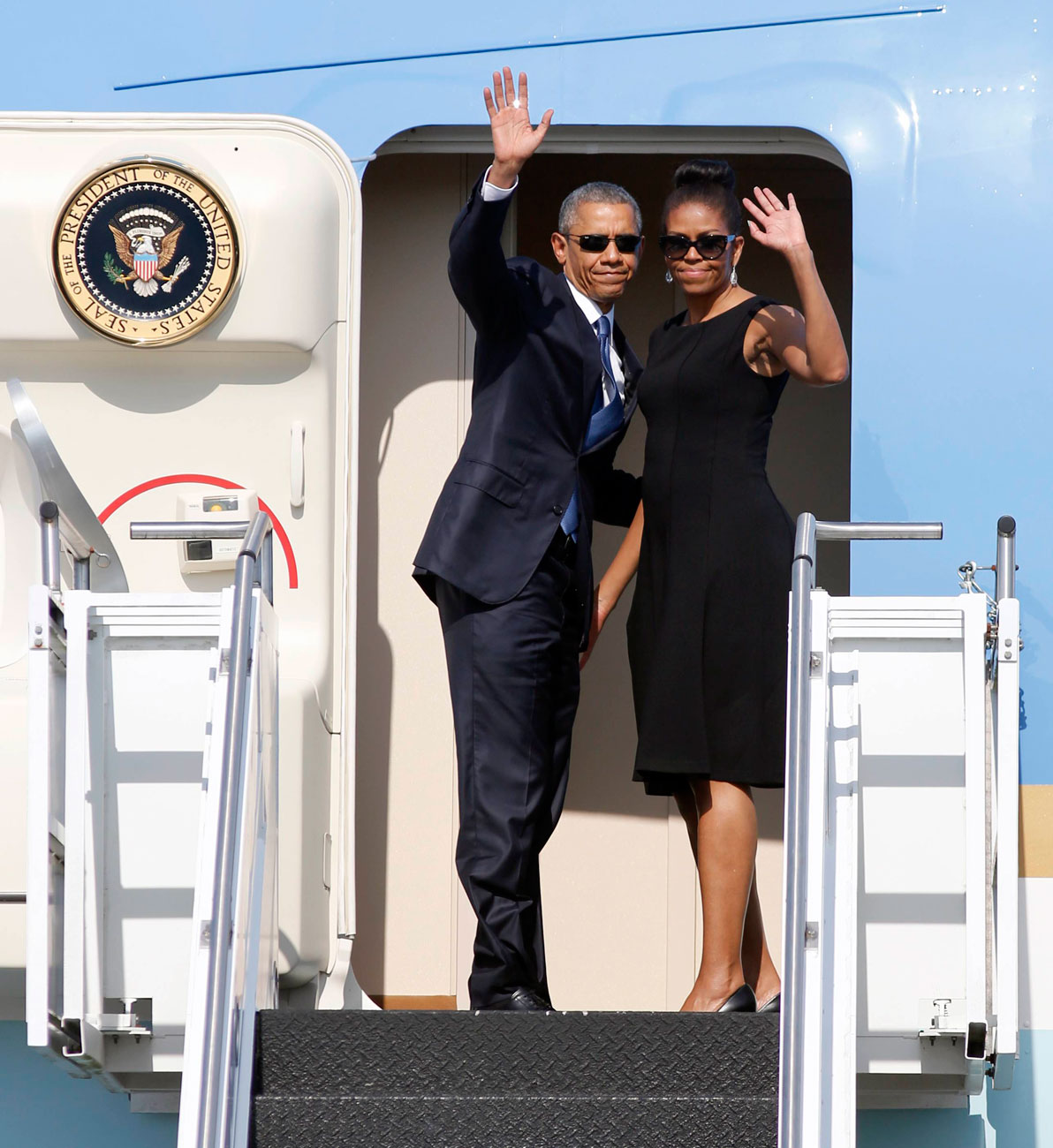 The Obamas aboard US Air Force 1 (Photo: AP)