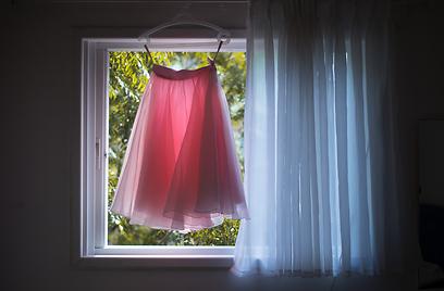 החצאית שעיצבה שי ליום חתונתה  (צילום: נטלי שור) (צילום: נטלי שור)