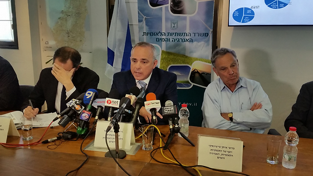 Energy and Water Infrastructure Minister Yuval Steinitz announcing natural gas plan (Photo: Eli Mandelbaum)