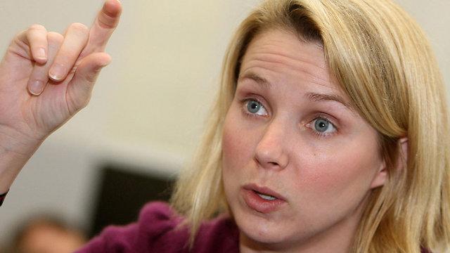 """מכה למנכ""""לית מאייר (צילום: AFP)"""