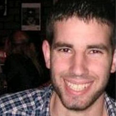 """מלאכי רוזנפלד ז""""ל. נורה ונהרג בעת שחזר ממשחק כדורסל ()"""