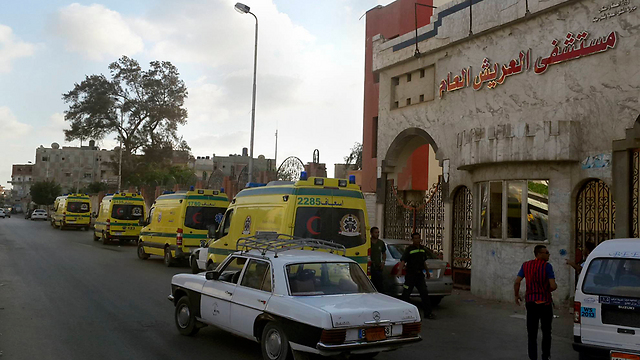 Ambulances in Sinai, more than 100 Islamic State fighters killed (Photo: AP)