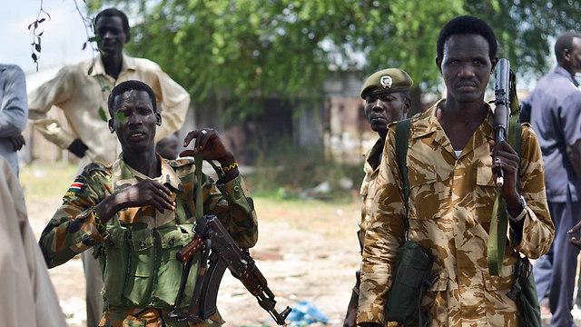 """פגיעה רחבה בזכויות אדם"". חיילים בצבא דרום סודן (צילום: AP) (צילום: AP)"