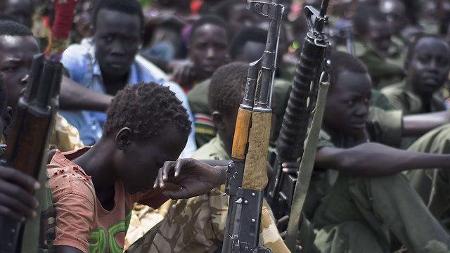 שני הצדדים הניציים בדרום סודן נאשמים שגייסו ילדים-חיילים לשורותיהם (צילום: AFP) (צילום: AFP)