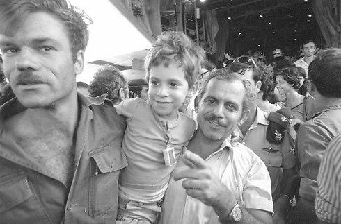 (צילום: אבי שמחוני ומיקי צרפתי, במחנה) (צילום: אבי שמחוני ומיקי צרפתי, במחנה)