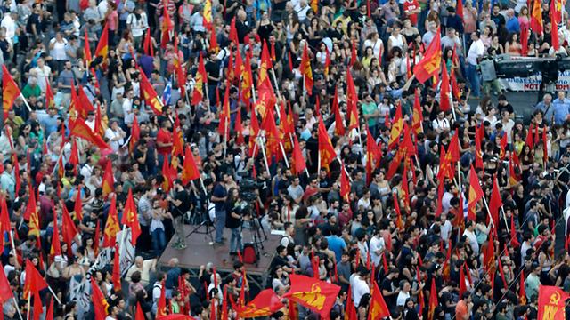 מפגינים ביוון, הערב (צילום: AP) (צילום: AP)