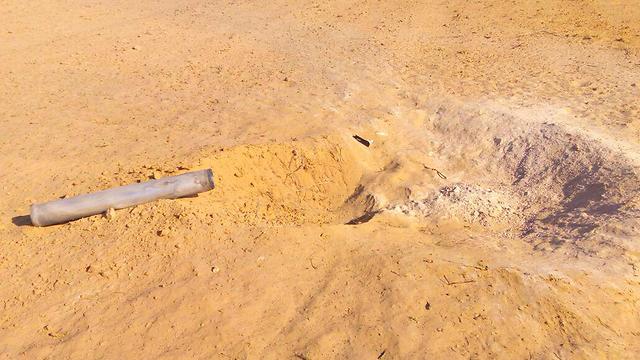 The rocket that fell near the Sinai border (Photo: Ilan Izekson)