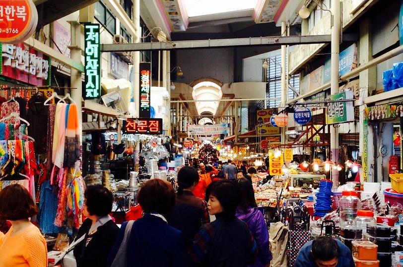 שוק מקומי בדייג'ון (צילום: שי זדה)