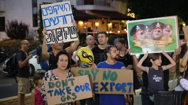 הפגנה בכיכר הבימה בתל אביב (צילום: מוטי קמחי) (צילום: מוטי קמחי)