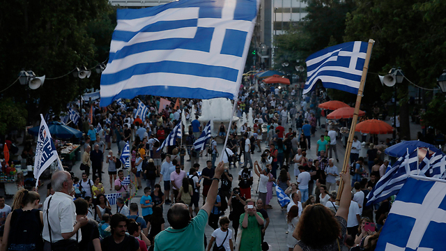 Greek celebrate the results in Athens (Photo: AP)