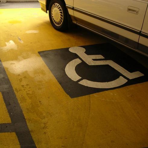 המאגר שישים סוף לחניות בניגוד לחוק בחניות נכים (צילום: shutterstock) (צילום: shutterstock)