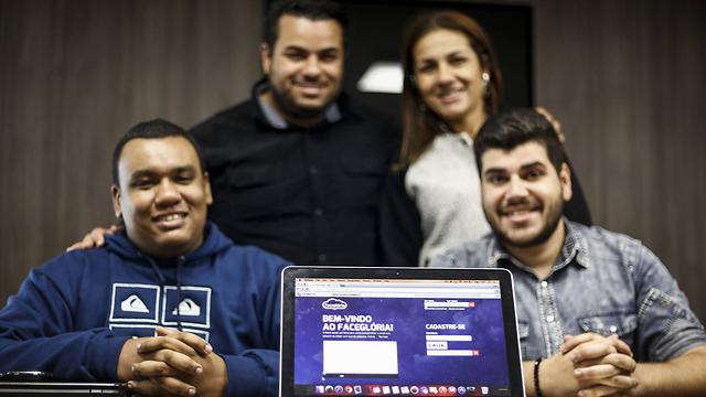 """מקימי הרשת """"פייסגלוריה"""" (צילום: AFP) (צילום: AFP)"""
