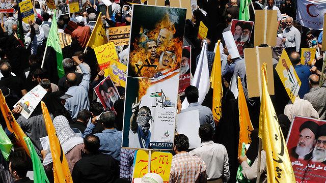 Anti-Israel and US signs in Teheran on Jerusalem day (Photo:EPA) (Photo: EPA)