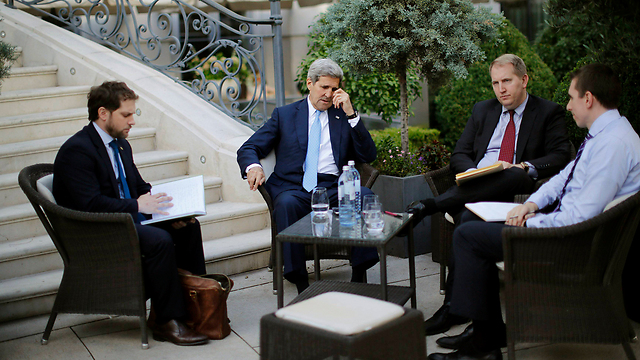 Kerry and his team in Vienna (Photo: Reuters)