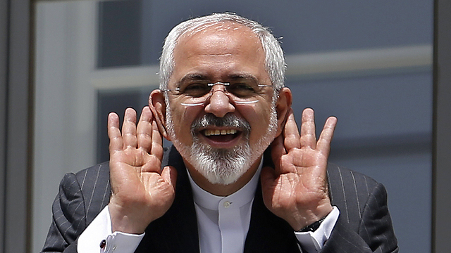 Iranian Foreign Minister Zarif speaking to reporters from his balcony in Vienna. (Photo: AFP) (Photo: AFP)