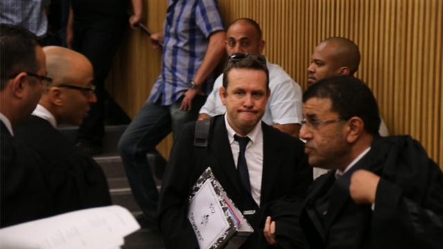 """צוות התביעה: עו""""ד מרום (מימין) ועו""""ד גיא גורן (צילום: מוטי קמחי) (צילום: מוטי קמחי)"""