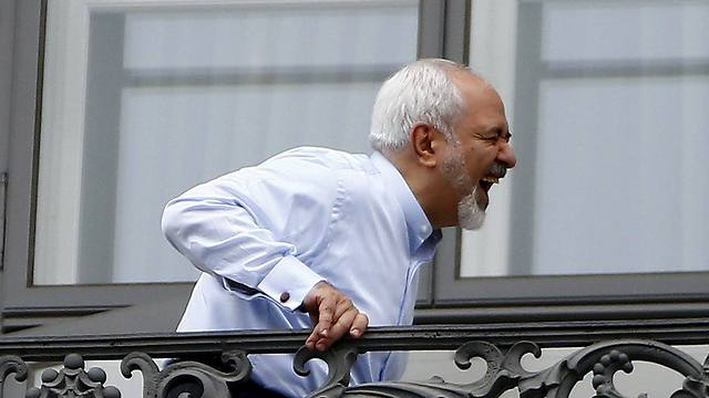 Iranian Foreign Minister Zarif on his balcony in Vienna. (Photo: Reuters) (Photo: Reuters)