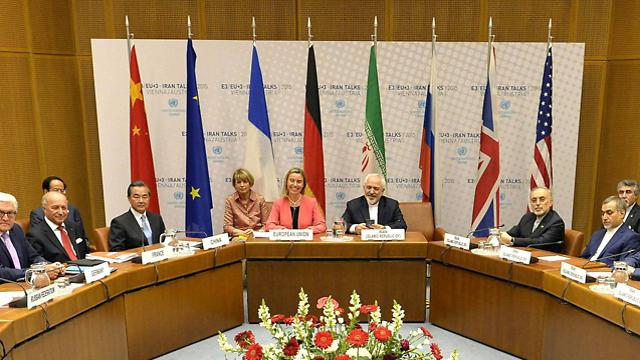 חיוכים בווינה. הצדדים לקראת ההסכם (צילום: EPA) (צילום: EPA)