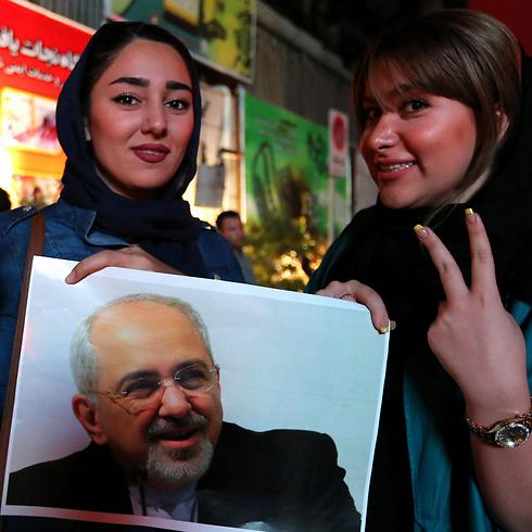 Iranian civilians celeberate the nuclear deal (Photo: AFP)