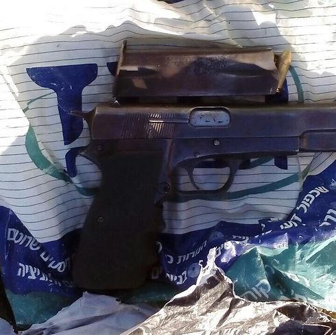 """האקדח שנתפס (צילום: דובר צה""""ל) (צילום: דובר צה"""
