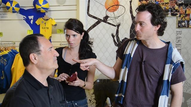 דני מנקין עם טל ברודי לקראת ראיון ()