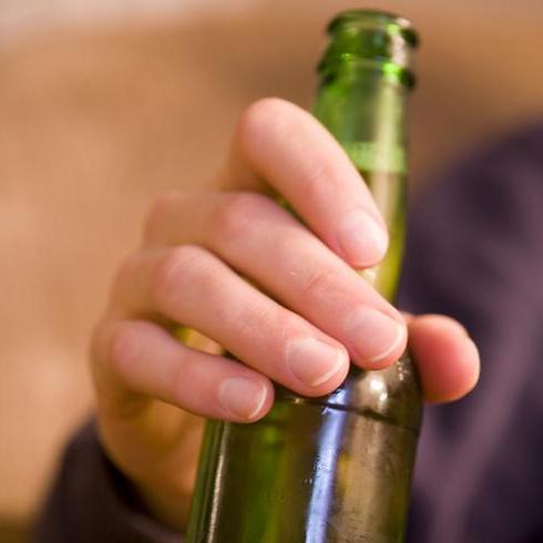 שתה, רכב לתחנה ונפגע - אילוסטרציה (צילום: shutterstock)