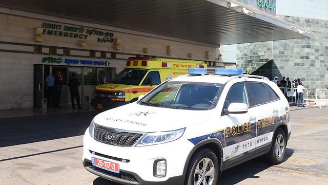 חאמד פונה לבית חולים, שם נקבע מותו. ארכיון (צילום: הרצל יוסף) (צילום: הרצל יוסף)