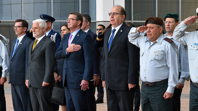 The IDF's welcome of Carter. (Photo: Defense Ministry ) (Photo: Defense Ministry )