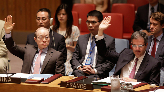 מצביעים על הסכם הגרעין (צילום: AP) (צילום: AP)