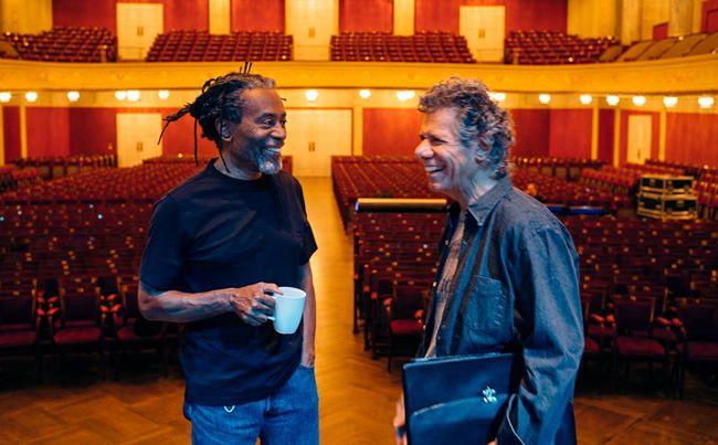 בובי מקפרין וצ'יק קוריאה. קליק מהפגישה הראשונה (צילום מסך מתוך פייסבוק) (צילום מסך מתוך פייסבוק)
