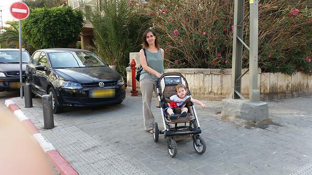 ורק להולכי הרגל לא נשאר. בתל אביב (צילום: ליאור פז) (צילום: ליאור פז)