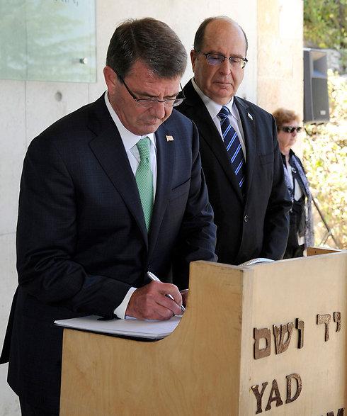 השר יעלון וקרטר. מגבשים מתווה (צילום: David Azagury/U.S. Embassy Tel Aviv) (צילום: David Azagury/U.S. Embassy Tel Aviv)